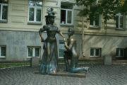 Памятник Проне Прокопьевне и Голохвастову