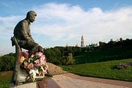 Парк Славы - памятник Быкову
